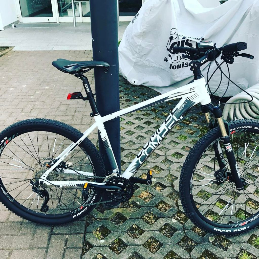 Weißes Mountain Bike
