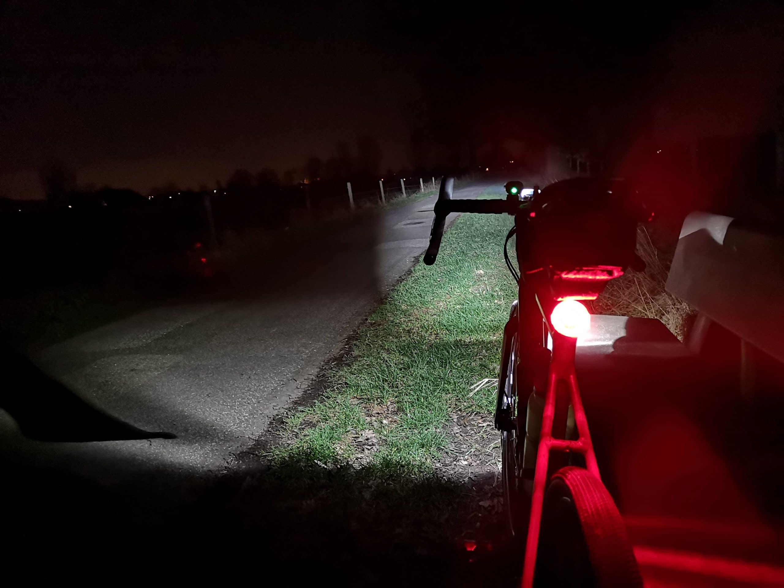 Fahrrad im dunklen mit Licht